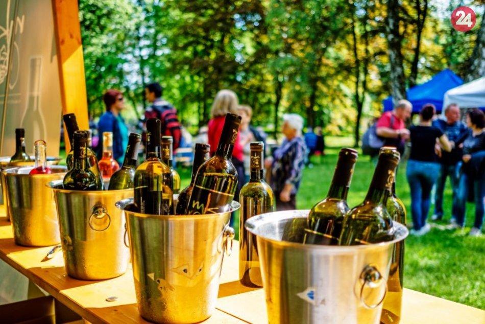 Žiarčania si vychutnali víno v parku: FOTO atmosféry