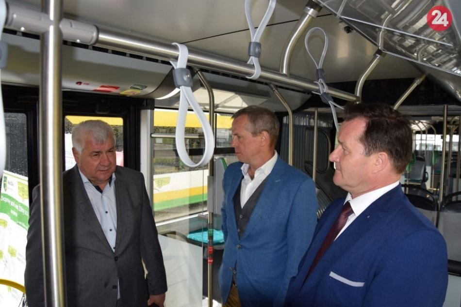 Minister dopravy a výstavby SR Arpád Érsek v Žiline