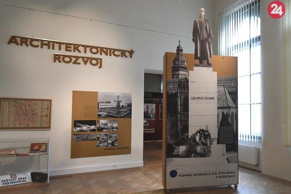 Fotografia historickej sochy gen. M. R. Štefánika vo Východoslovenskom múzeu
