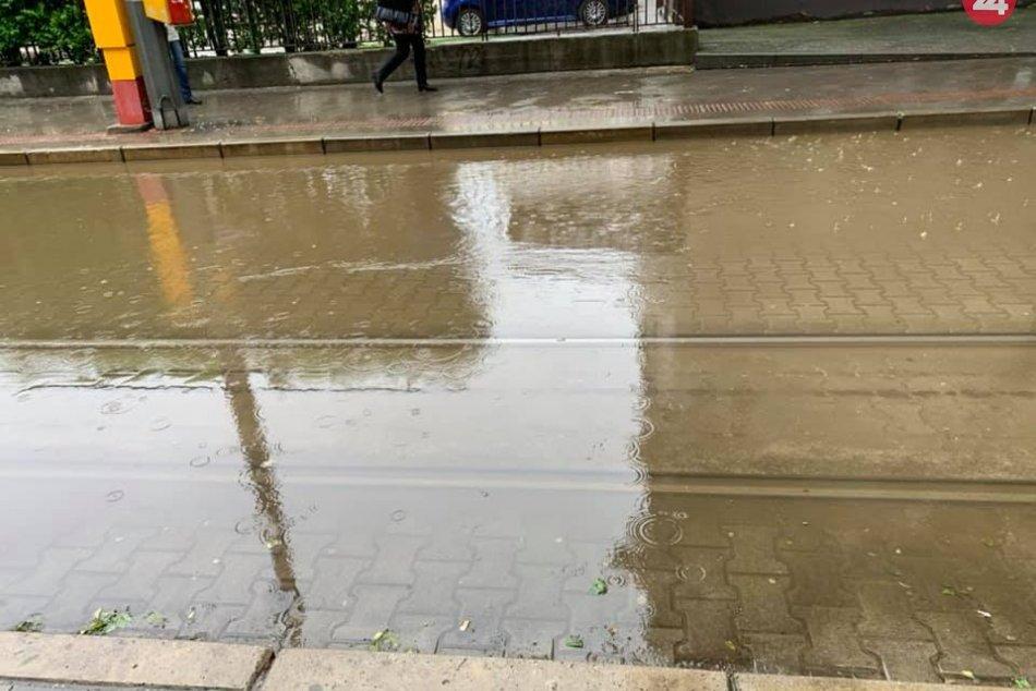 Dážď zaplavuje Bratislavu
