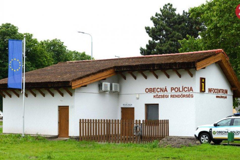 Trstinovými strechami sa zaoberá na Slovensku Ladislav Novák z Novej Viesky