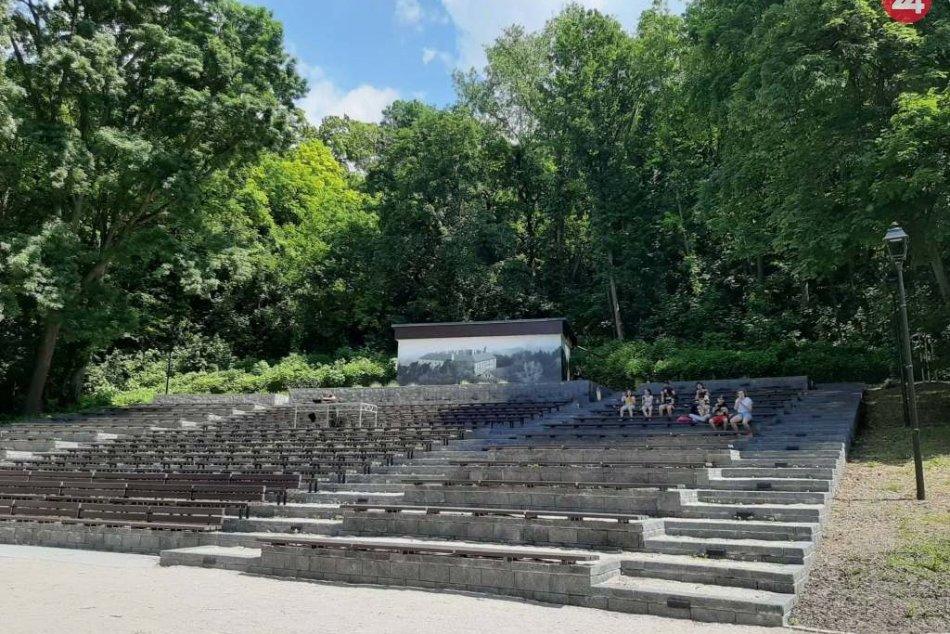 Hlohovský amfiteáter zahájil letnú sezónu: Hralo sa do tanca i na počúvanie, FOT
