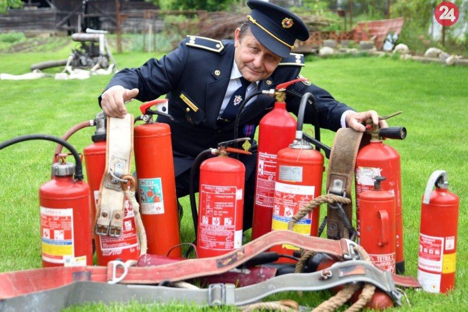 Michalovský dobrovoľný hasič: Doma má i zbierku retro hasiacich prístrojov