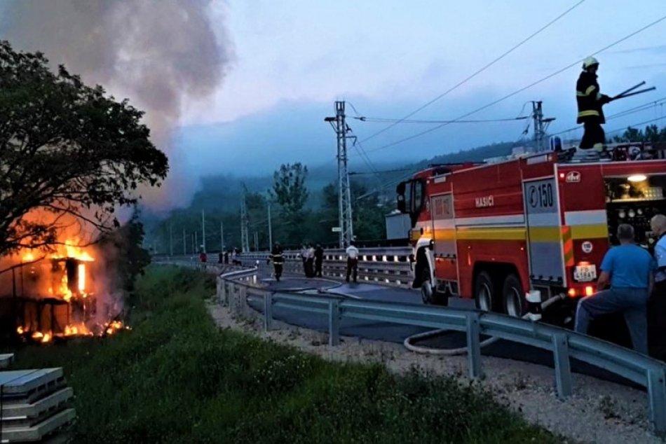 Požiar na sídlisku Stred v Považskej Bystrici: Zábery z miesta