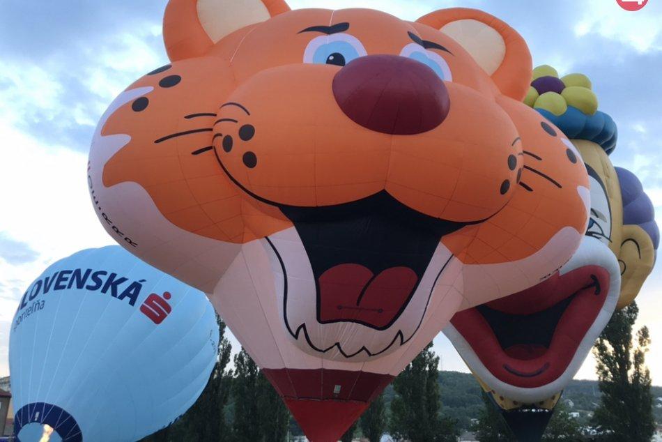 V OBRAZOCH: Nad Košice vzlietli desiatky balónov
