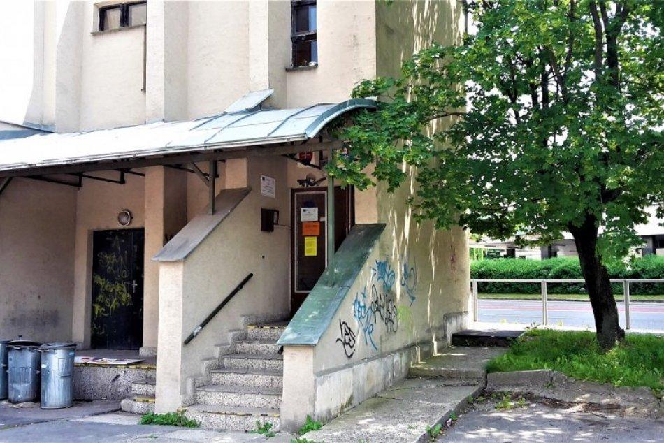 Považská knižnica sídli v náhradných priestoroch: Takto vyzerá po presťahovaní