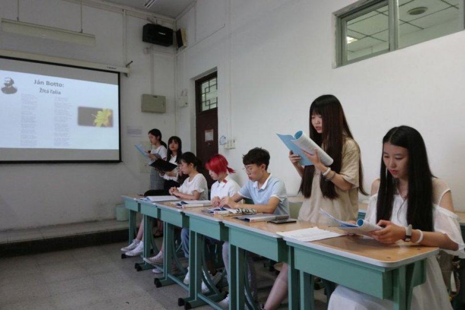 Na univerzite v Pekingu spustili výučbu slovenčiny