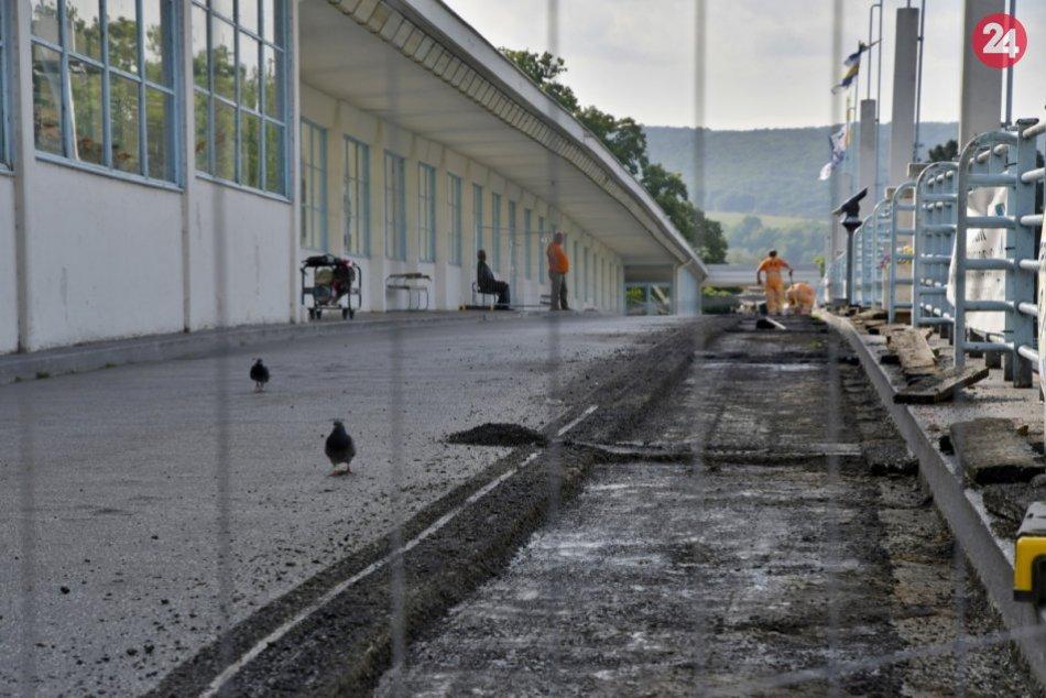 Kolonádový most začali opravovať