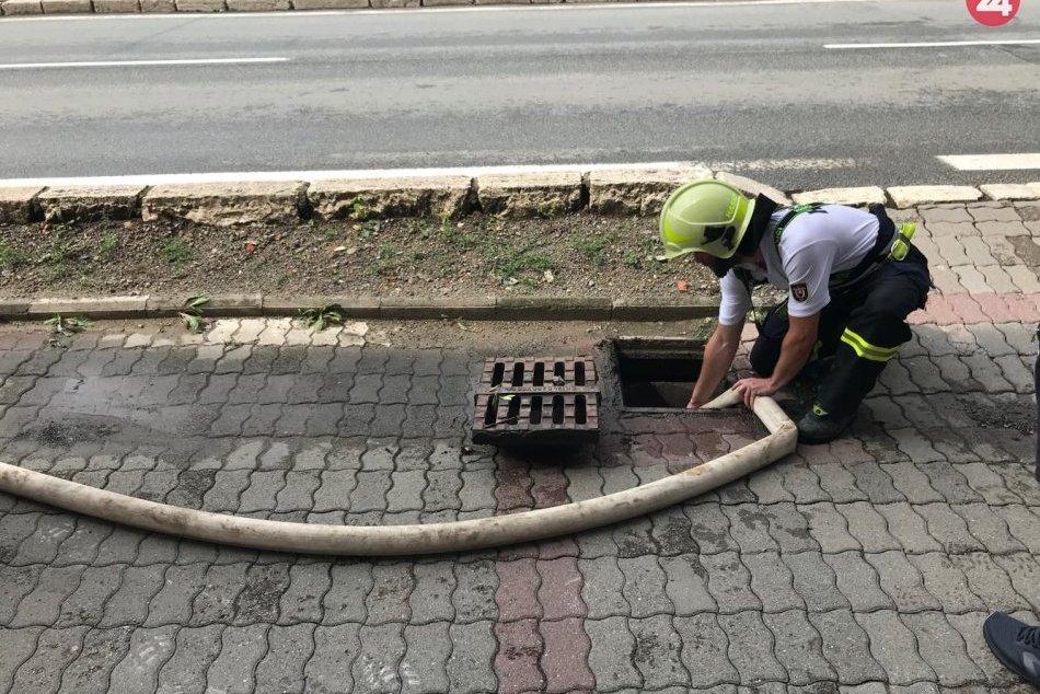 V Prešove bol potrebný zásah hasičov: Mestom sa prehnala silná búrka