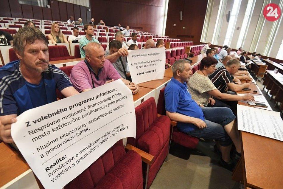 Zamestnanci DPMK prišli na rokovanie MsZ