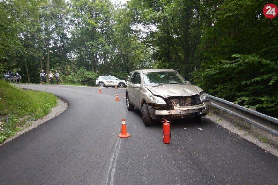 FOTO z miesta: Nehoda auta a dvoch motoriek