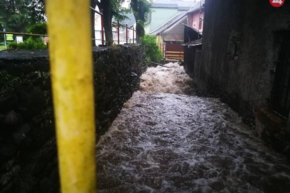 Potopa v Kremnici: Ulicami sa valil prúd vody, FOTO