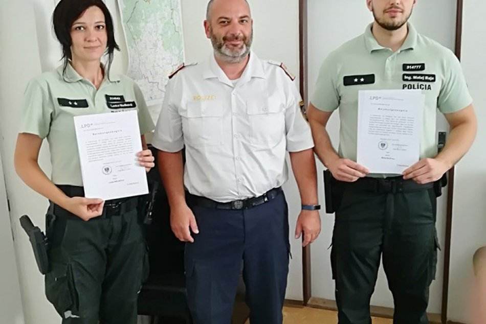 Veľká pocta pre policajtov z Moraviec: Dostali ocenenie od rakúskych kolegov