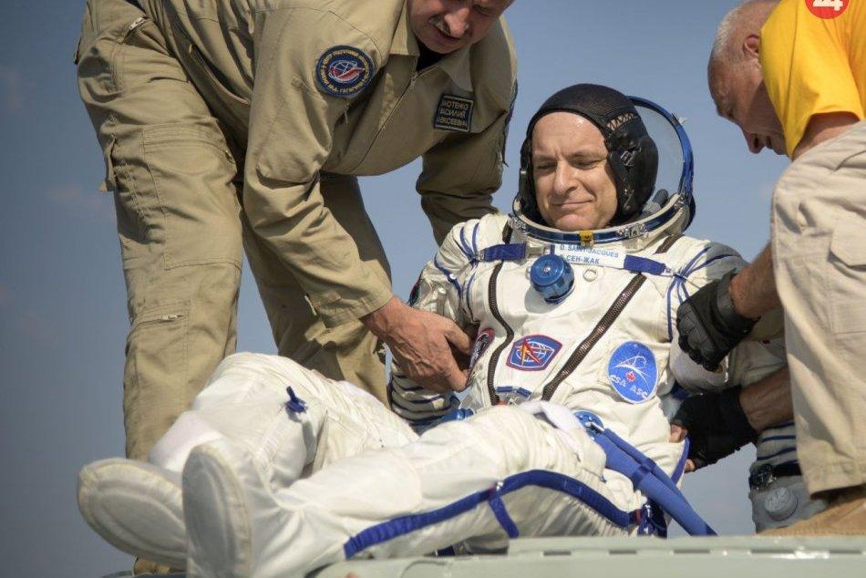 Trojica astronautov sa úspešne vrátila z ISS