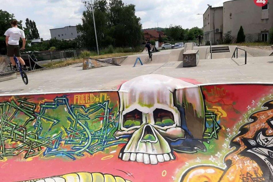 Skejťáci sa v Hlohovci činili: Sprejom na betóne vznikli hotové umelecké diela
