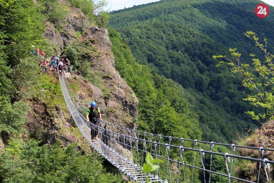 V OBRAZOCH: Prechod najdlhším lanovým mostom na Slovensku