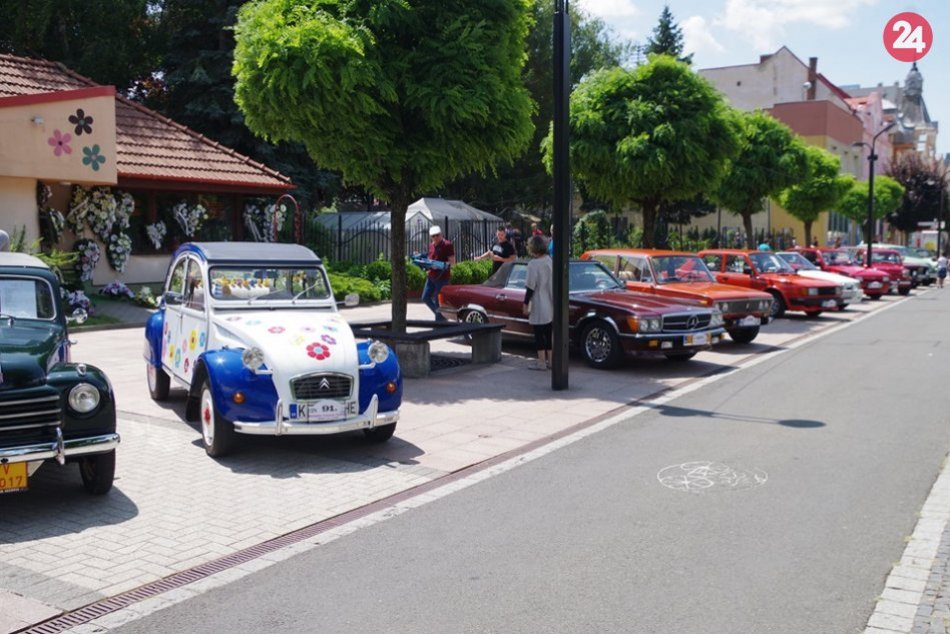 V OBRAZOCH: Milovníci krásnych vozidiel si v centre Michaloviec prišli na svoje