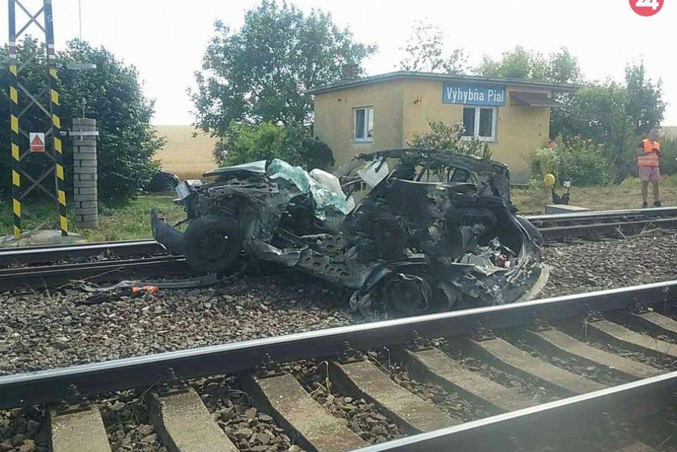 FOTO: Zrážka vlaku s atuom dopadla tragicky