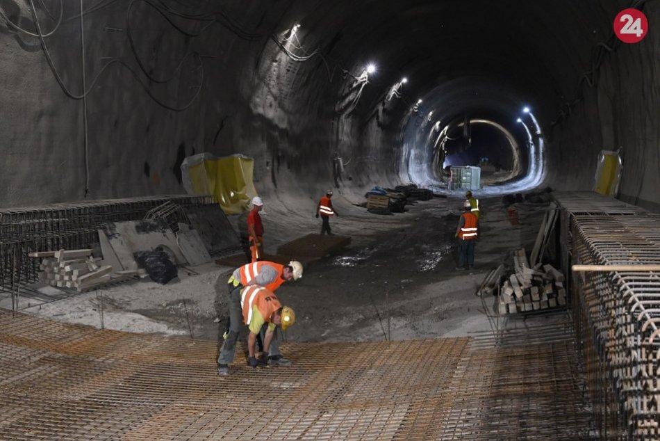 FOTO zo stavby železnice pri Považskej Bystrici: Rastie nový most aj tunel