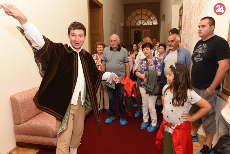 Na zámku v Hlohovci sa konali nočné prehliadky: Prilákali stovky návštevníkov