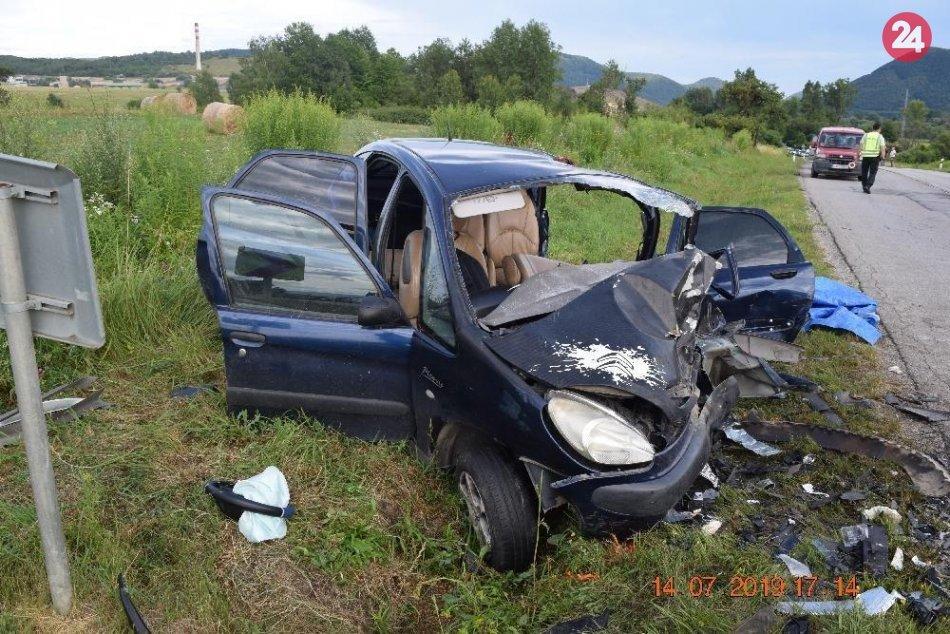 V OBRAZOCH: Pri Revúcej sa čelne zrazili autá, ťažko zranené sú 3 osoby