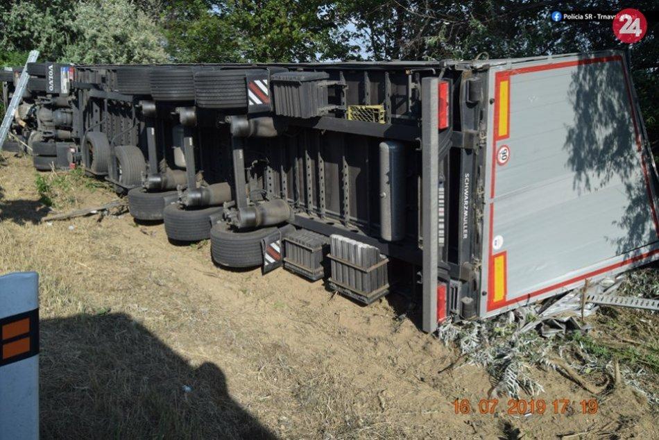 Prevrátený kamión na D1: Český kamionista mal v dychu takmer 2,5 promile