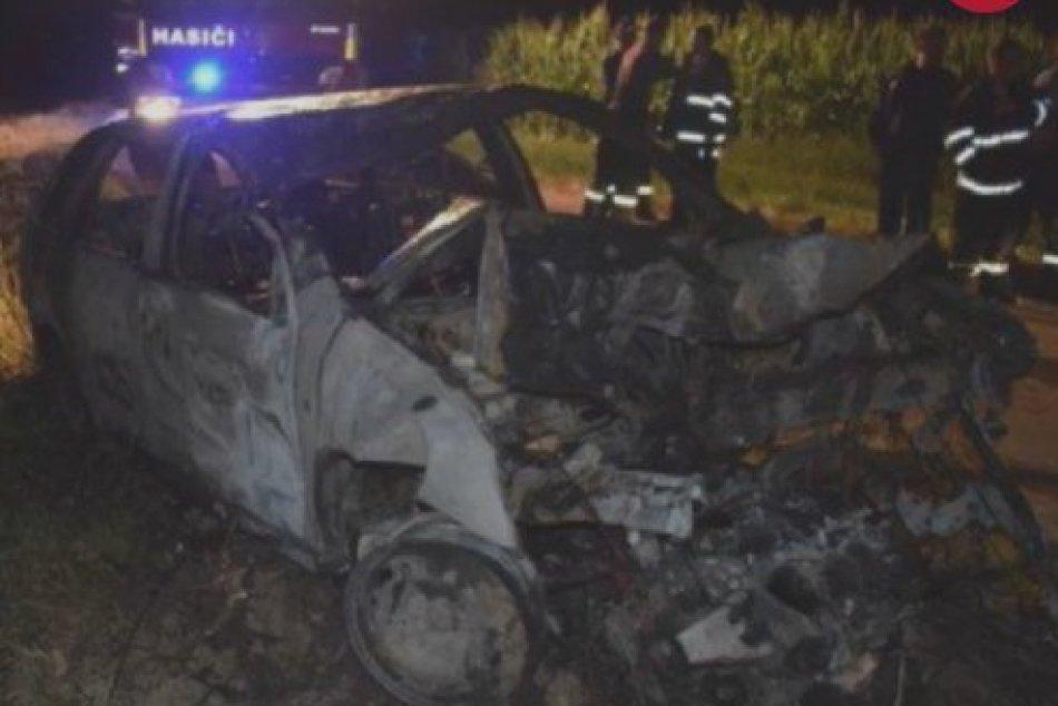 Dráma na ceste pri Zlatých Moravciach: Iba 16-ročný vodič vrazil do stromu
