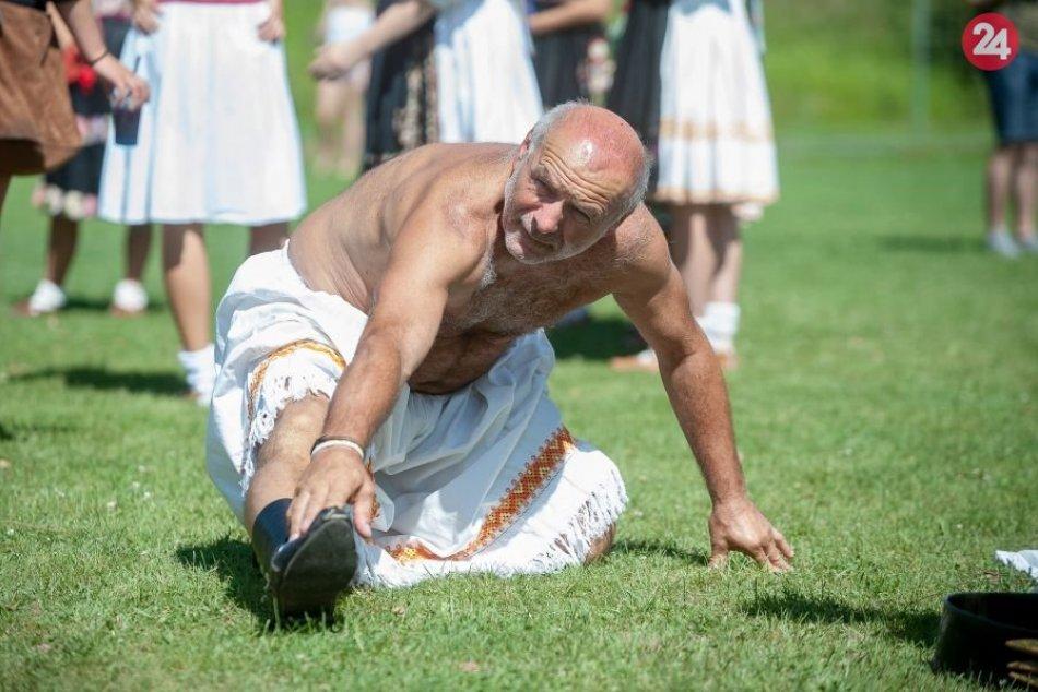 V OBRAZOCH: Očovská folklórna hruda
