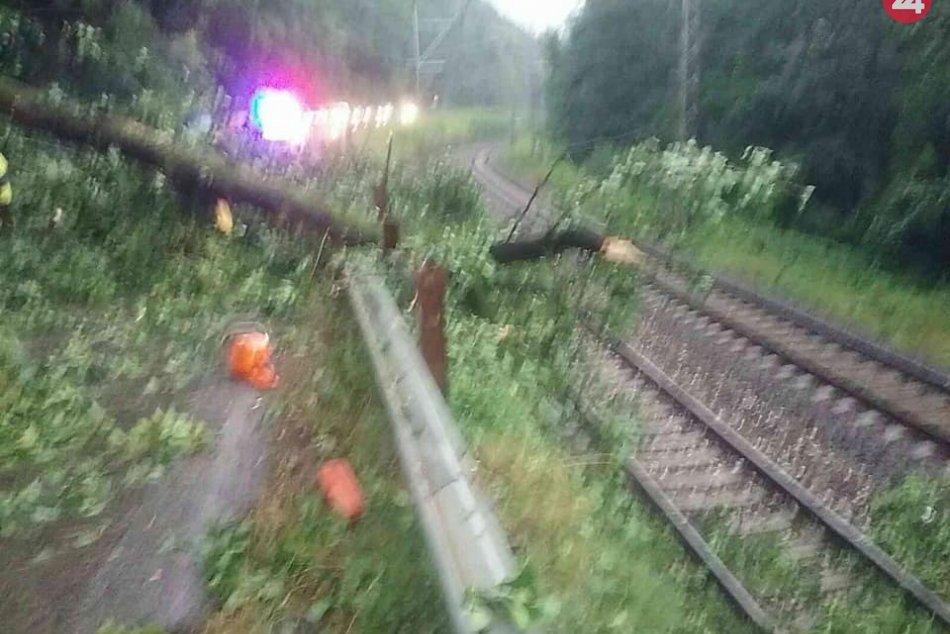 Zásah hasičov po búrke v katastri obce Hronská Dúbrava