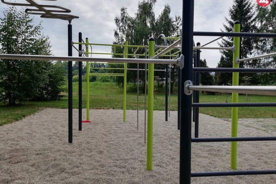OBRAZOM: Na Sídlisku III si môžete zacvičiť na novom workoutovom ihrisku
