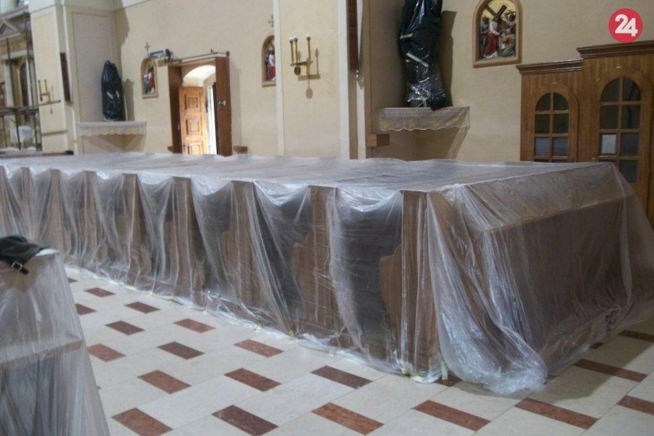 Šaliansky kostol v renovácii: Interiér bude žiariť novou výmaľbou, FOTO