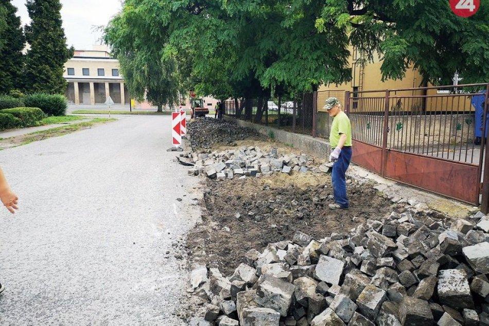 Oprava ciest a chodníkov vo Fiľakove