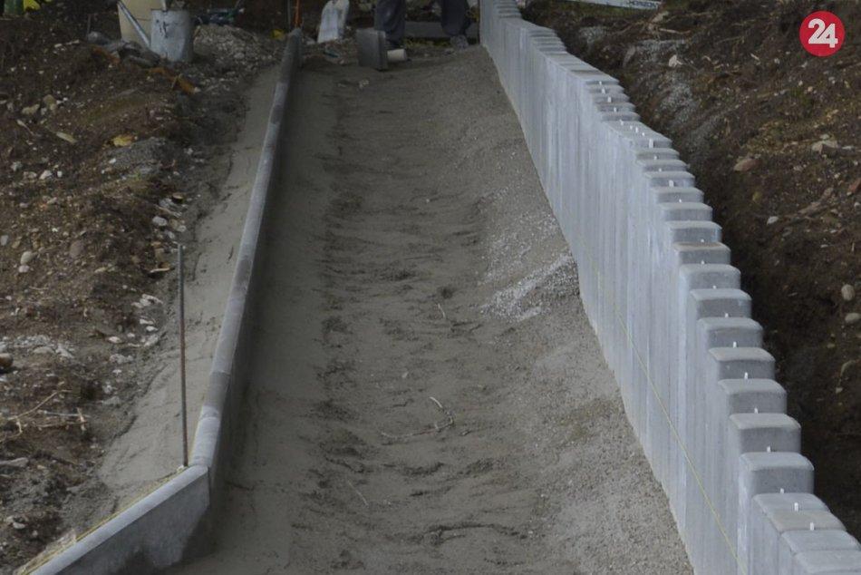V Považskej Bystrici sa opravuje zopár chodníkov: Ide o tieto