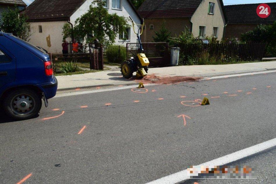 Zrážka malotraktora s autom, po ktorej bol jeden zranený: FOTO priamo z miesta