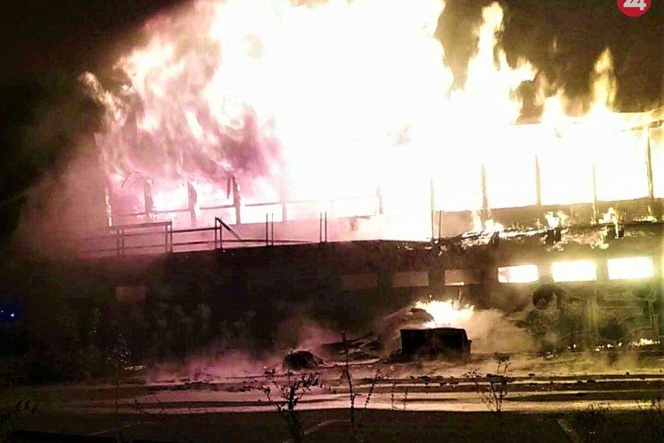 Požiar opusteného hotela v Belušských Slatinách: FOTO priamo z miesta