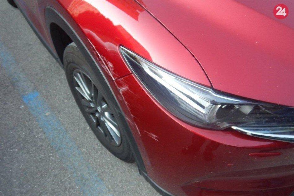 Zvýšený počet prípadov poškodených áut na parkoviskách v Považskej: Jeden z nich