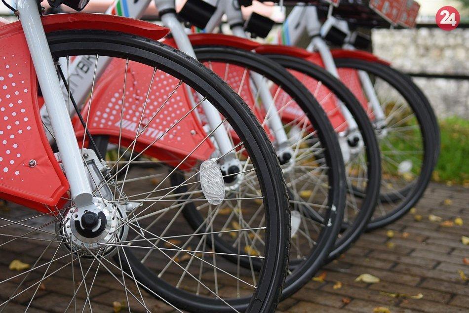 V najväčšom meste pod Tatrami odštartoval projekt bikesharingu