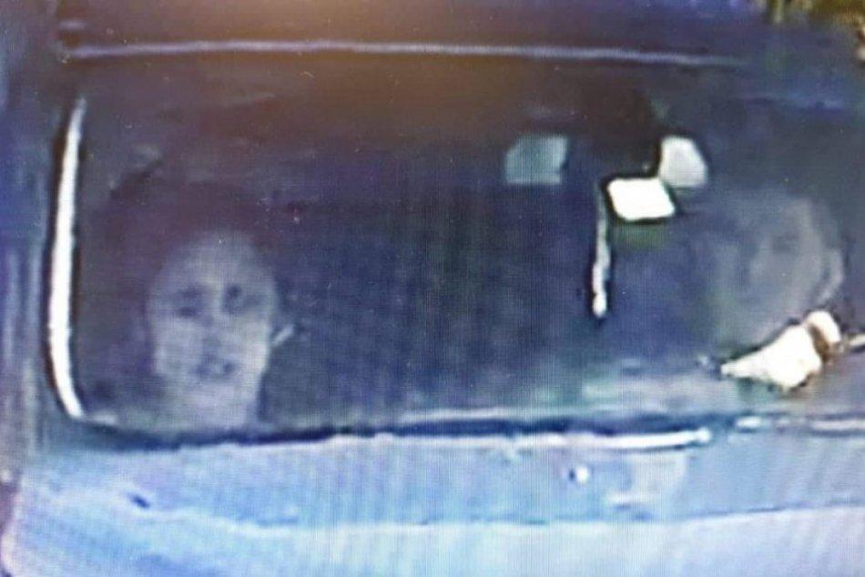 Polícia pátra po osobách na FOTO: Môžu pomôcť pri objasnení krádeže v Nitre