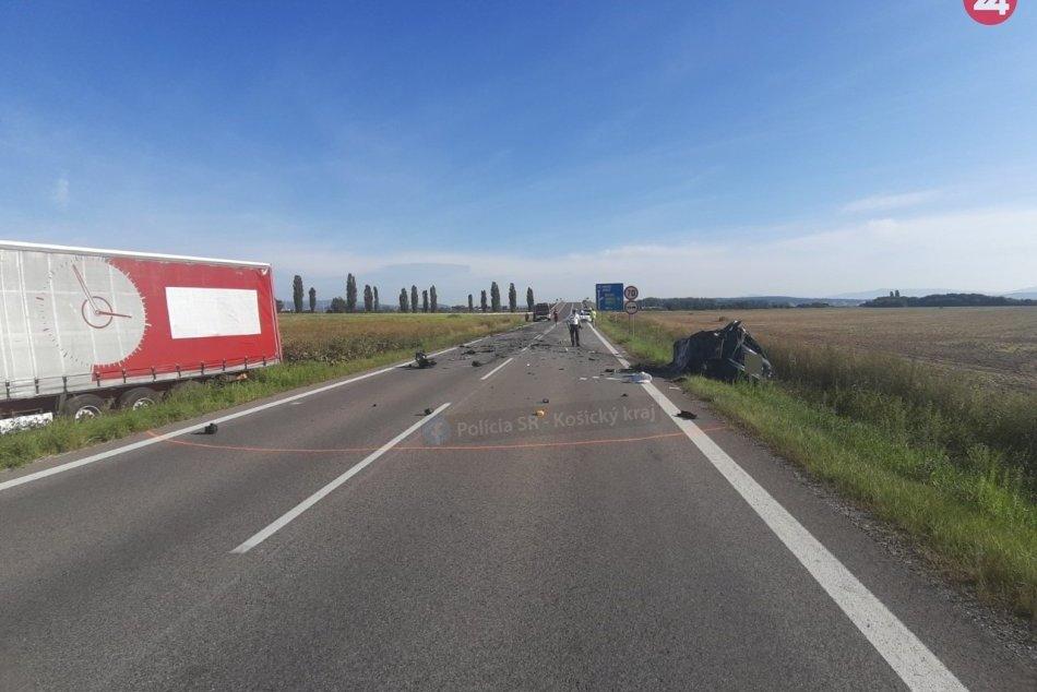 Tragické ráno pri Košiciach: Čelná zrážka si vyžiadala jeden život