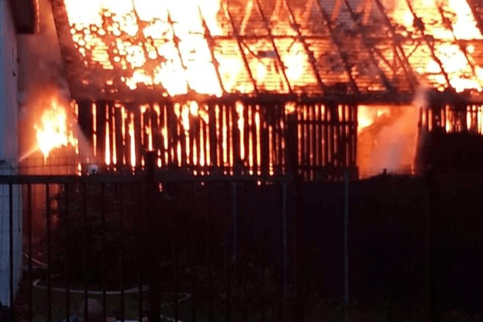 Požiar po údere blesku v Prešove