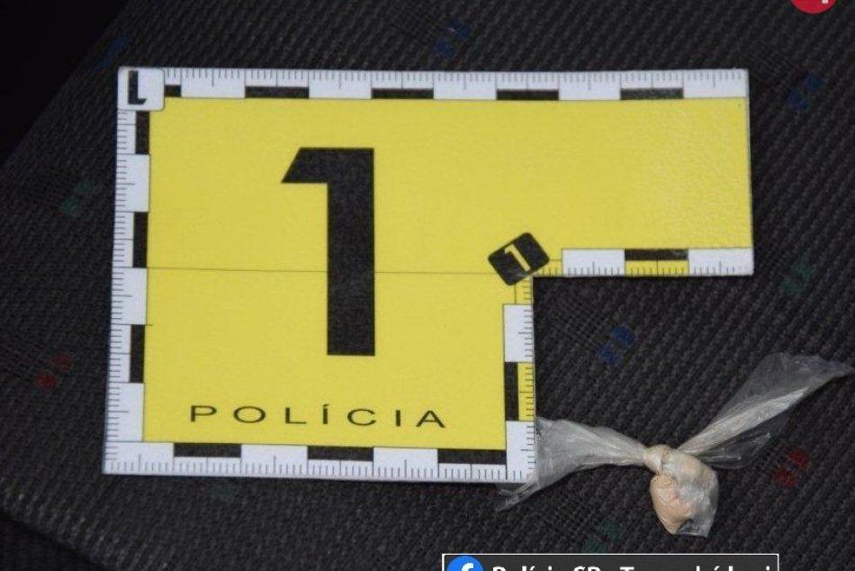 Policajný zákrok pre podozrenie z drogovej trestnej činnosti v Piešťanoch