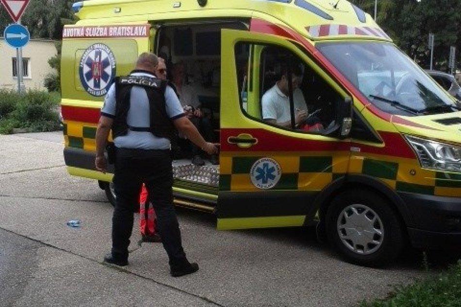 V OBRAZOCH: Mestskí policajti riešili výtržnosť na ulici Trieda SNP