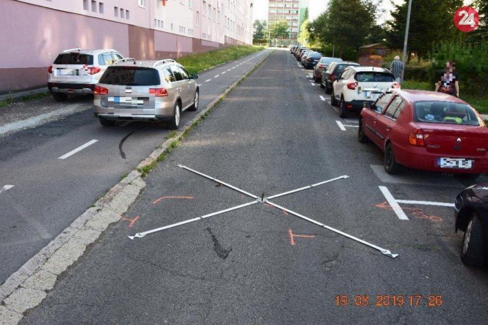 FOTO z miesta nehody: Chlapec vbehol pred idúce auto