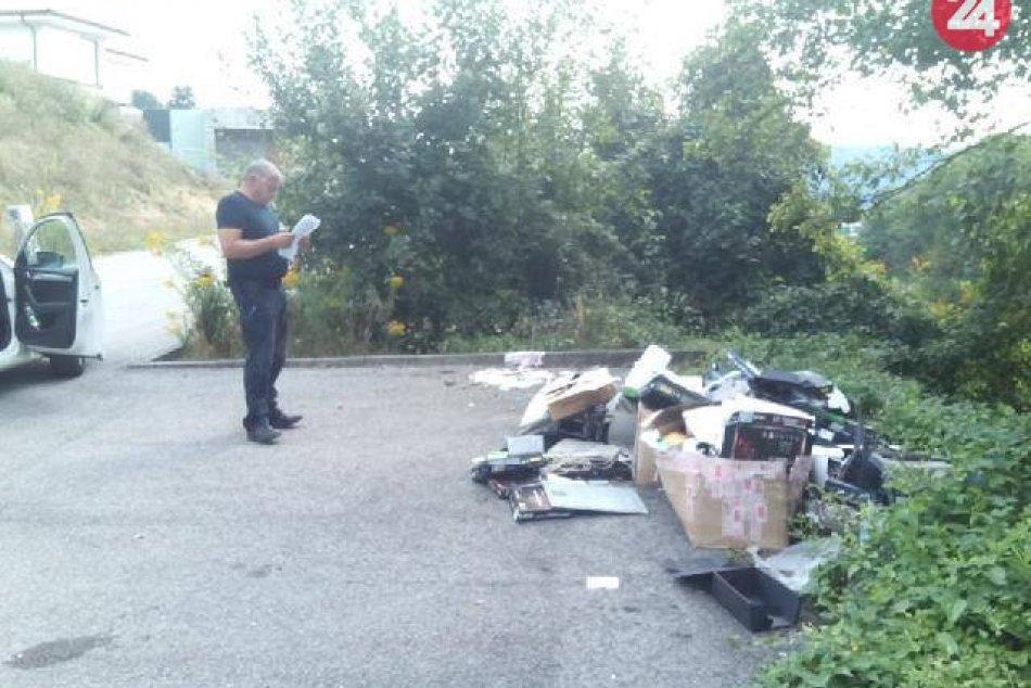 V OBRAZOCH: Čierna skládka na Vršackej ulici