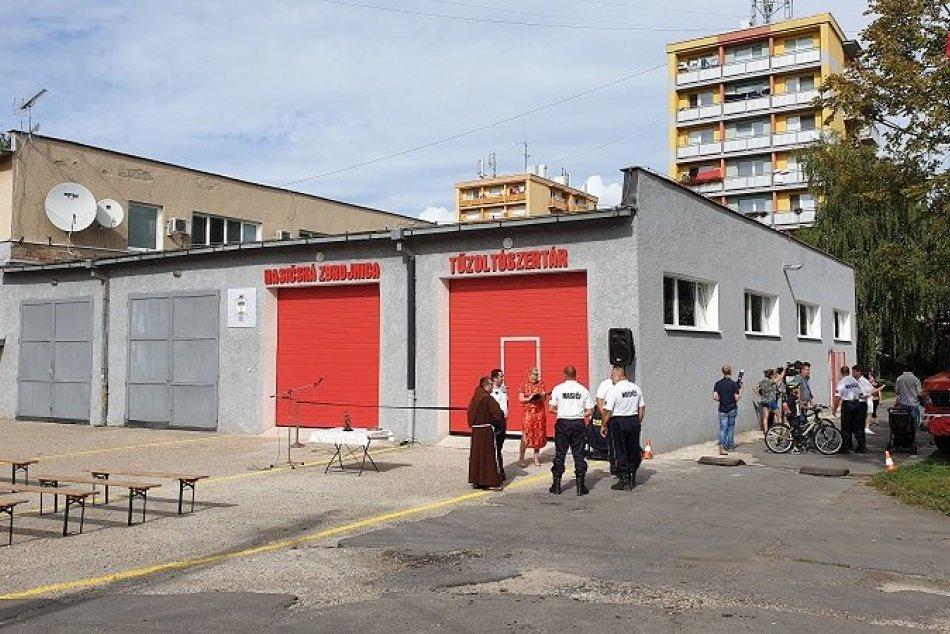 Dobrovoľní hasiči dostali novú požiarnu zbrojnicu