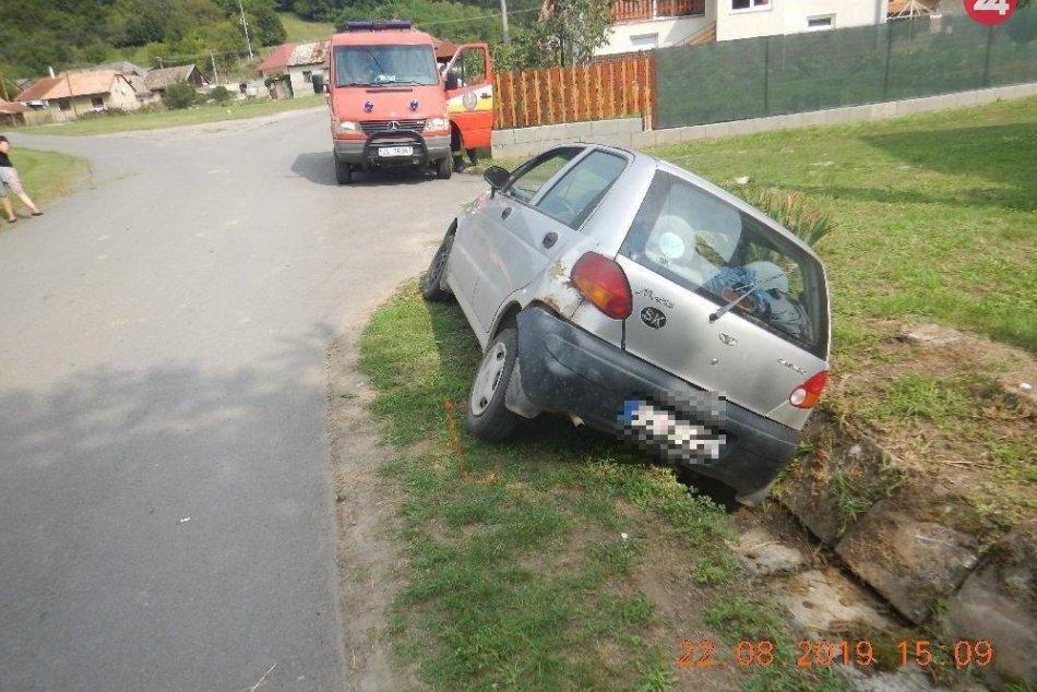 V OBRAZOCH: Žena bez vodičáku zrazila chodca. Zábery z miesta nehody