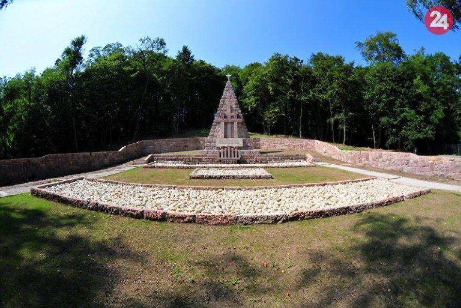 V OBRAZOCH: 1. etapu obnovy areálu pamätníka v Kremničke