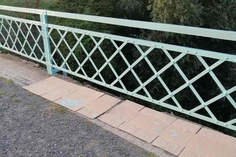 Aktivisti sa opäť činili: Starý most v Šulekove dostal nový náter