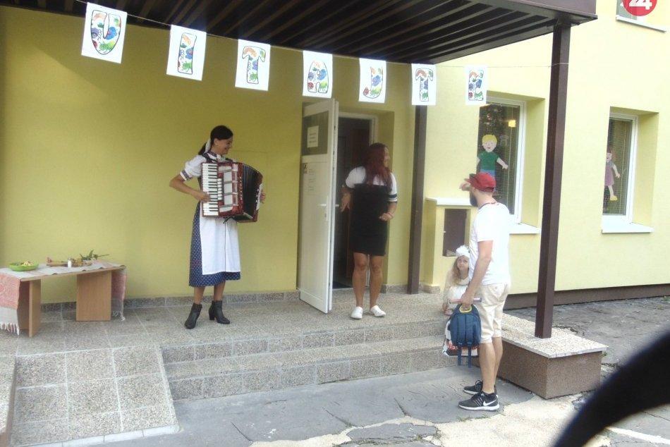 OBRAZOM: Takéto milé privítanie zažili deti v Materskej škole S. Tomášika