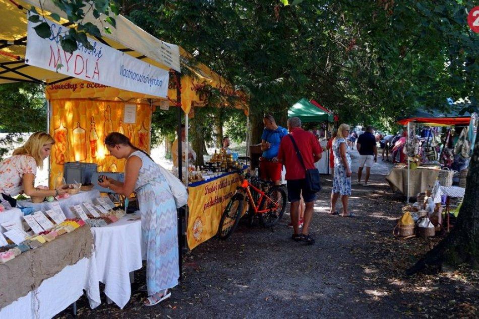 Remeselníci zaplnili okolie zámku Topoľčianky: Konal sa tu tradičný festival